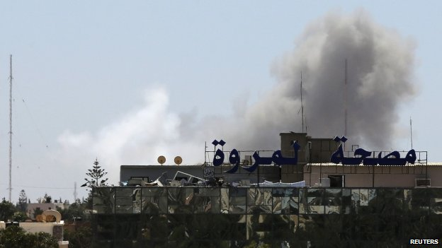 Smoke rises from the Faculty of Mechanical Engineering Technology school compound after a Libyan air force plane dropped a bomb in Benghazi (1 June 2014) Fighting has raged in Benghazi ever since the overthrow of Col Gaddafi in 2011